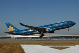 VIETNAM AIRLINES AIRBUS A330 200 KIX RF IMG_5524.jpg