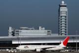 JAPAN AIRLINES BOEING 767 300 KIX RF IMG_8584.jpg