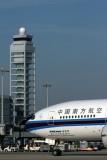 CHINA SOUTHERN BOEING 777 200 KIX RF JIMG_2139.jpg