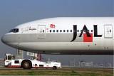 JAL BOEING 777 200 HND RF 1605 2.jpg