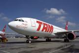 TAM AIRBUS A330 200 CGH RF 1738 19.jpg