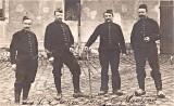 soldats en 1915 dans la cour de Savigny