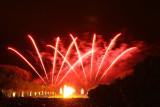 Feu d'artifice dans le parc du château de Versailles à l'occasion des Grandes Eaux Nocturnes