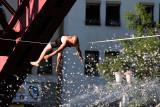 Slovenia-Maribor-Lent 2010- Skoki v vodo iz Dravskega mosta/Jumping into the water from the Drava bridge