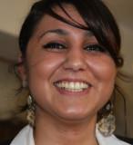 eine freundliche irakische Kellnerin