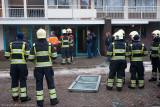 Voordeur door explosie uit Flat Portaal geslagen