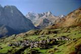 021 Village de Lescun et l'Anie en arrière-plan