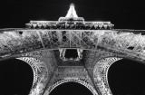 Sous la Tour Eiffel