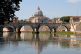 Sculling up to Ponte Sant'Angelo
