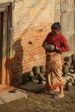 Woman in Potters Square Bhaktapur 02