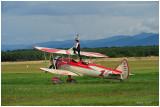 PT 17 et flying woman