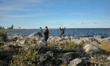 Bengt Larsson och Lars Nilsson några sekunder efter att dom har kryssat Vitvingad lärka på Holmögadd i Västerbotten