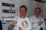 Morgan Svensson med sin tavla på 400-arten.. Pontus G till höger