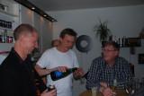 Lasse, Morgan och Dävbuk pimplar Champagne