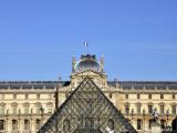 Louvre Pyramide 3.jpg