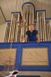 medan organisten tålmodgit väntar på att få riva av något stycke....