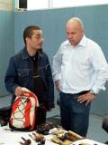 Joao Reis im Gespräch mit seinem Chauffeur/Roadie/Faktotum. ;-)