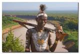 Guerrero Karo con rifle  -  Karo warrior with rifle