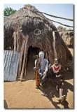 Karos en su choza  -  Karo couple at their hut