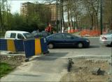 3/5/2006 - En arrivant de Debroux. Voiture à l'arrêt, les cyclistes doivent la contourner.