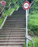 Interdit de rouler à vélo... mais rien n'interdit de le porter...!