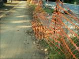 29/6/2006 - Encore un filet en décomposition et non arrimé, qui obstruera la piste lorsqu'un... (suite)