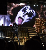 Tommy Thayer and Gene Simmons in background