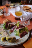 Foie gras maison, salade et tranches de magret de canard.JPG