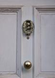 What an elegant doorknocker!