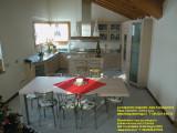 Appartamento arredato su misura dalla Falegnameria Dego Giovanni  - Top in acciaio inox satinato.jpg