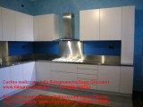Cucina su misura mobili e rivestiment inox.jpg