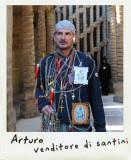 Arturo è il venditore di santini