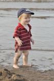 Antoine s'amuse bien à la plage