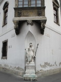 Statue ofthe  Old Town Hall