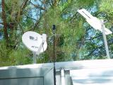 SATELLITE DISH, CELL PHONE ANTENNA AND TV ANTENNA ON THE RV ROOF. BOY ARE WE HIGH TECH..