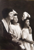 W_Nanny Alice with my mom Florence and my aunt Sylvia in the 1910's