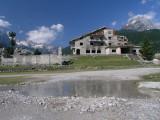 zerstörtes ehemaliges Hotel für die Parteiführung unter dem Regime von Enver Hodscha im Valbona-Tal