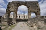 Bosra monumental arch 0693.jpg