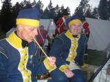 Furir Andersson, soldat Johnson och norska soldater från Bodö i bakgrunden