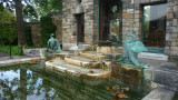Fountain with swans designed by American artist Rudolph Evans, in front of the tea house.