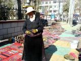 vendors at lhasa hotel.jpg