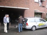 Aankomst meetauto en fiets bij gemeentehuis Zeist