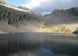 Dösener See met op achtergrond links Säuleck en in het midden Mallnitzer Scharte