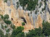 grotte sous la falaise