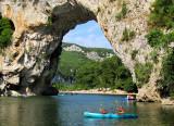 le canoe sous l'arche