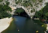 passage sous le Pont d'Arc