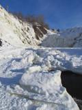 au pied des chutes glacées