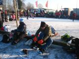 004 - Loosdrecht: we binden de schaatsen onder