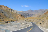 The Friendship highway heading west to cross Simi-la, the last mountain pass before reaching Gyantse