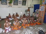 4 Jeeyars and MAV swamy among the ghosti of bhagavatas.jpg